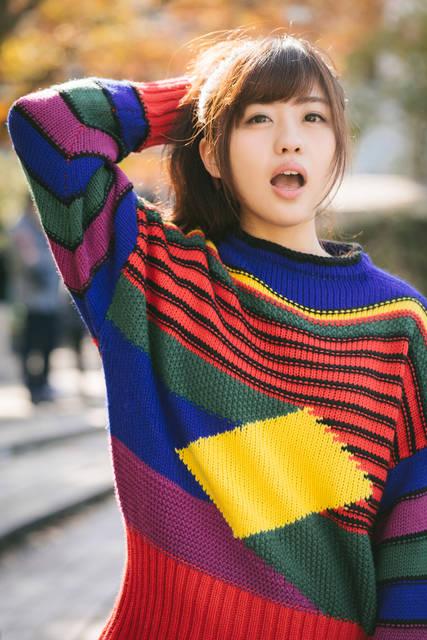 秋の陽気と80s風ファッションを纏う女性|フリー写真素材・無料ダウンロード-ぱくたそ (3109)