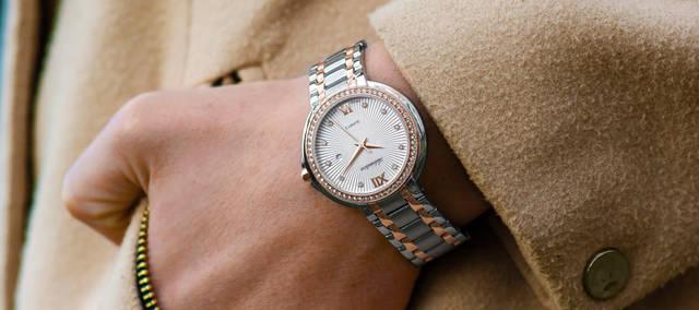 [フリー写真] 腕時計をした手でアハ体験 -  GAHAG | 著作権フリー写真・イラスト素材集 (3390)