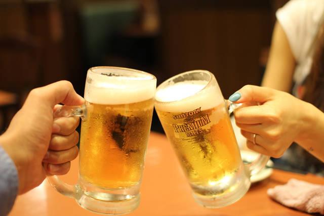 [フリー写真] 生ビールで乾杯でアハ体験 -  GAHAG | 著作権フリー写真・イラスト素材集 (4222)