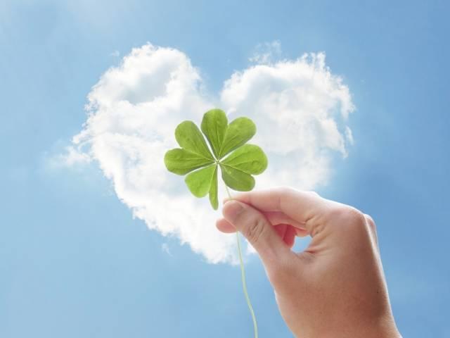 四葉のクローバーとハートの雲|写真素材なら「写真AC」無料(フリー)ダウンロードOK (4315)