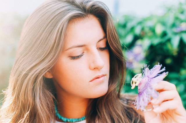 Free image of girl, woman, flower - StockSnap.io (4526)