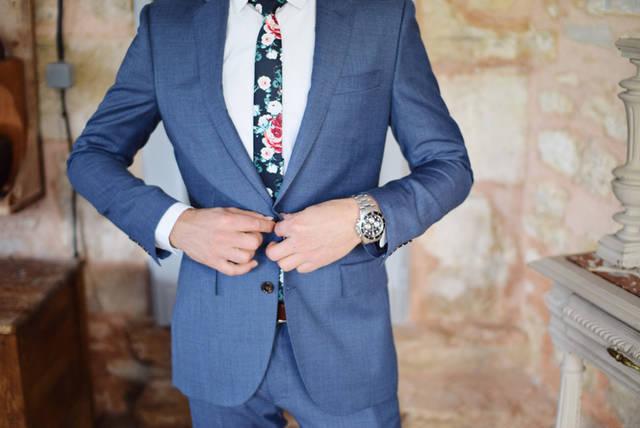 [フリー写真] スーツのジャケットを着ている男性でアハ体験 -  GAHAG | 著作権フリー写真・イラスト素材集 (4581)