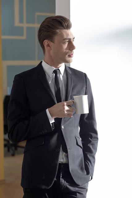 [フリー写真] コーヒーを飲んでいる外国のビジネスマンでアハ体験 -  GAHAG | 著作権フリー写真・イラスト素材集 (4612)