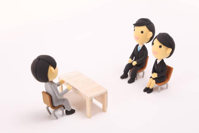 [フリー写真] 就職面接中の人形でアハ体験 -  GAHAG | 著作権フリー写真・イラスト素材集 (4625)