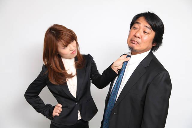 [フリー写真] 上司の胸ぐらを掴む女性社員でアハ体験 -  GAHAG | 著作権フリー写真・イラスト素材集 (4671)