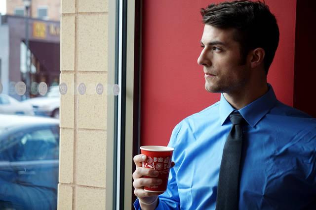 [フリー写真] コーヒーブレイク中の外国のビジネスマンでアハ体験 -  GAHAG | 著作権フリー写真・イラスト素材集 (5126)