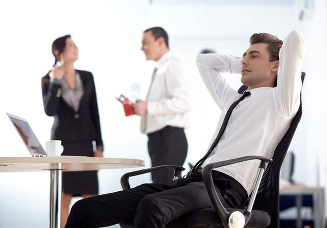 [フリー写真] 休憩中の外国のビジネスマンでアハ体験 -  GAHAG | 著作権フリー写真・イラスト素材集 (5205)