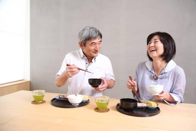 食事をする老夫婦6|写真素材なら「写真AC」無料(フリー)ダウンロードOK (5386)