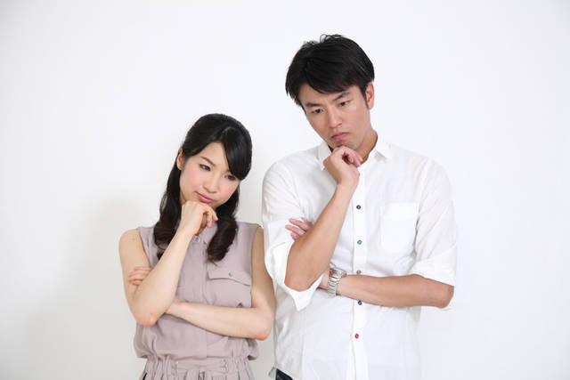 [フリー写真] 考え込むカップルでアハ体験 -  GAHAG | 著作権フリー写真・イラスト素材集 (5402)