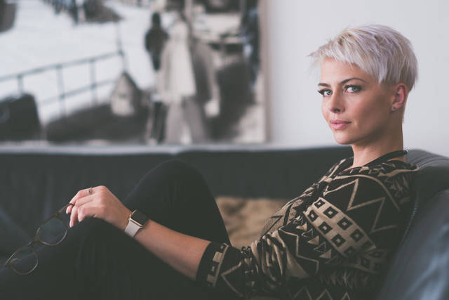 [フリー写真] 金髪ショートヘアの外国人女性でアハ体験 -  GAHAG | 著作権フリー写真・イラスト素材集 (5419)
