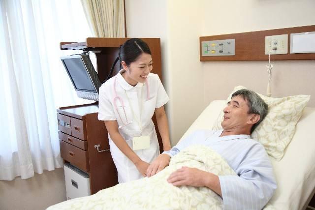 看護師と男性の患者6|写真素材なら「写真AC」無料(フリー)ダウンロードOK (5926)