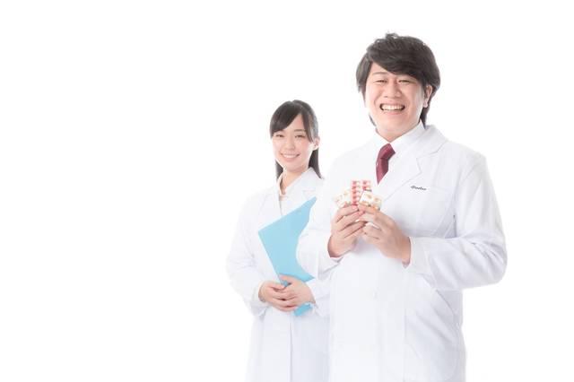 正確無比な調剤を行う管理薬剤師|フリー写真素材・無料ダウンロード-ぱくたそ (6041)