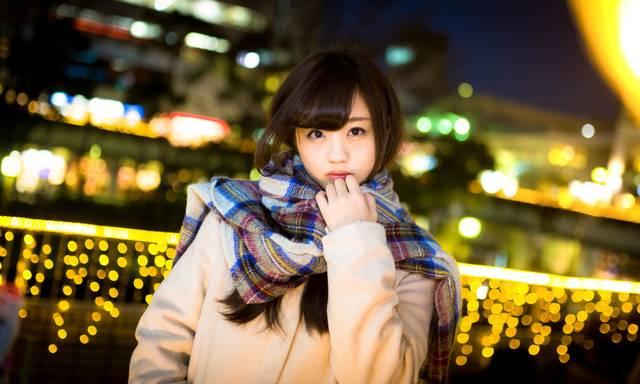 駅前で彼女と待ち合わせ(冬)|フリー写真素材・無料ダウンロード-ぱくたそ (6062)