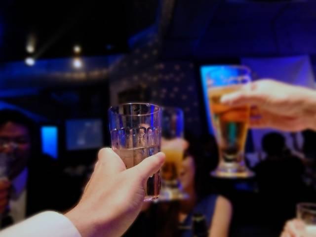 02 今夜は飲むぞ!|写真素材なら「写真AC」無料(フリー)ダウンロードOK (7147)