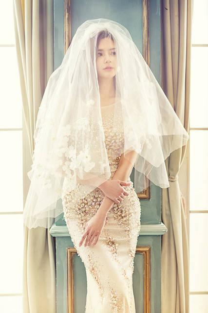 [フリー写真] ベールを被る花嫁でアハ体験 -  GAHAG | 著作権フリー写真・イラスト素材集 (7281)