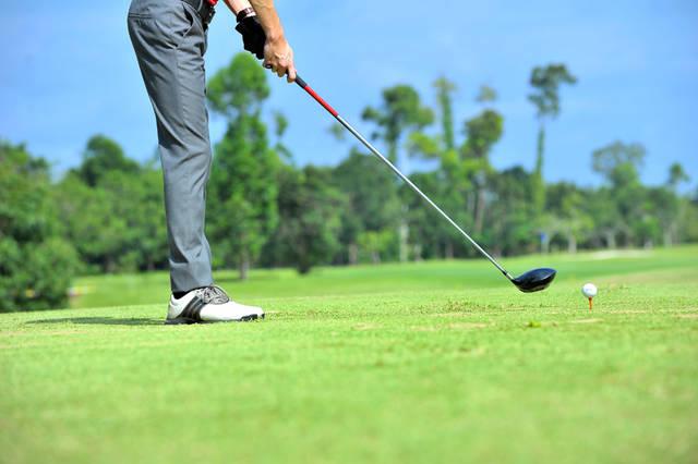 [フリー写真] ティーショットを打とうとするゴルファーでアハ体験 -  GAHAG | 著作権フリー写真・イラスト素材集 (7315)