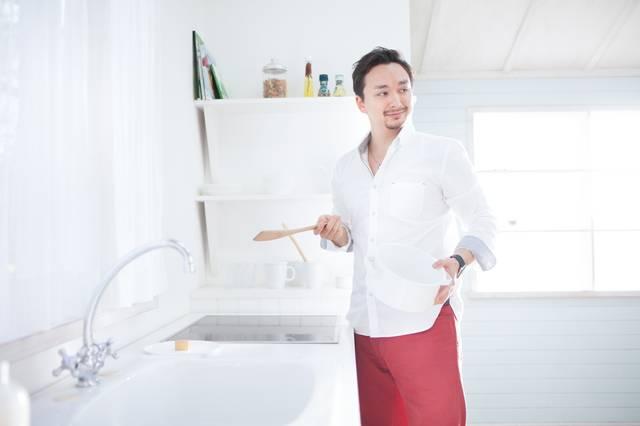ホームパーティーで手料理を振舞おうとする元彼|フリー写真素材・無料ダウンロード-ぱくたそ (8698)