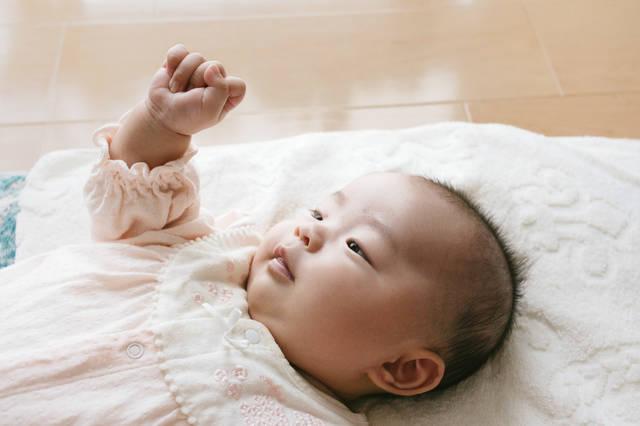 グーパーする乳幼児|フリー写真素材・無料ダウンロード-ぱくたそ (8924)