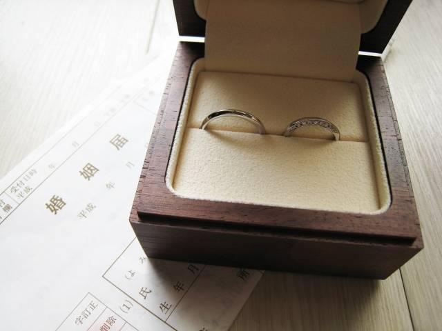婚姻届と結婚指輪|写真素材なら「写真AC」無料(フリー)ダウンロードOK (9129)