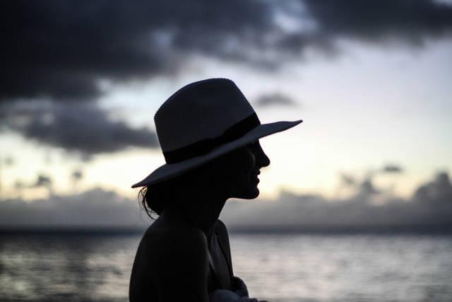 [フリー写真] 麦わら帽子を被る女性の横顔でアハ体験 -  GAHAG | 著作権フリー写真・イラスト素材集 (9453)