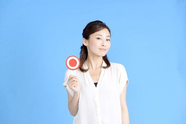 回答する女性2|写真素材なら「写真AC」無料(フリー)ダウンロードOK (9588)