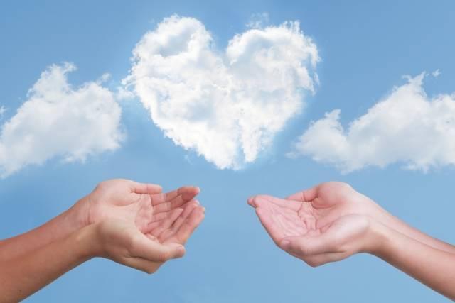 ハート雲と2人の救う手|写真素材なら「写真AC」無料(フリー)ダウンロードOK (9655)