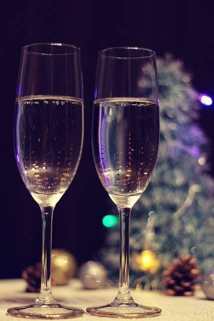 クリスマスの夜はシャンパンで乾杯のフリー写真画像|GIRLY DROP (10062)
