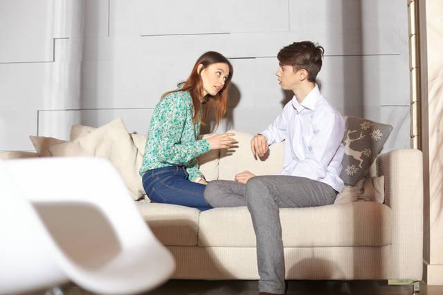 [フリー写真] 話し合う外国の夫婦でアハ体験 -  GAHAG | 著作権フリー写真・イラスト素材集 (10171)