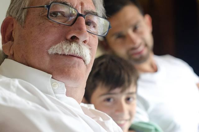 外国人三世代家族245|写真素材なら「写真AC」無料(フリー)ダウンロードOK (10296)