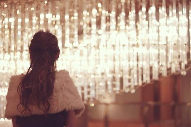 パーティドレスを着た女の子のフリー写真画像|GIRLY DROP (10439)