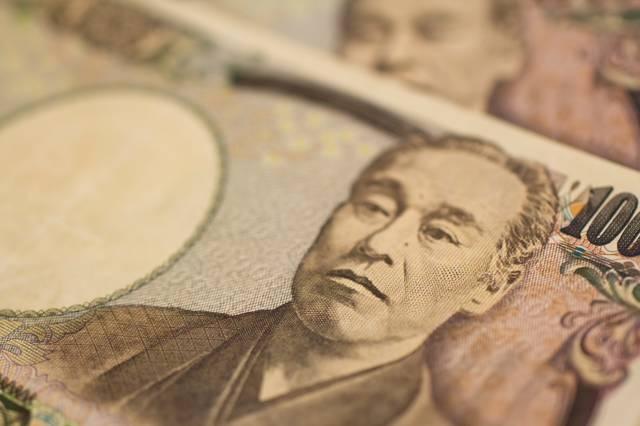 重ねた壱萬円札|フリー写真素材・無料ダウンロード-ぱくたそ (10747)