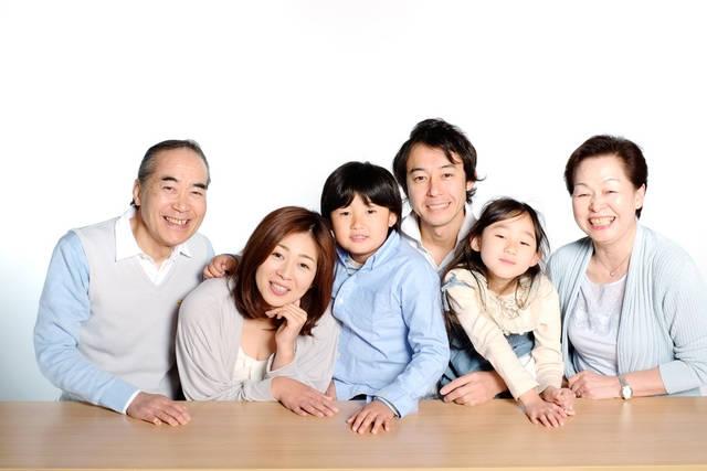 [フリー写真] 三世代家族でアハ体験 -  GAHAG | 著作権フリー写真・イラスト素材集 (10865)