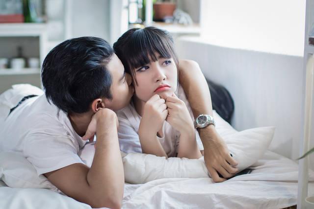 [フリー写真] 不機嫌な彼女にキスをする彼氏でアハ体験 -  GAHAG | 著作権フリー写真・イラスト素材集 (10923)