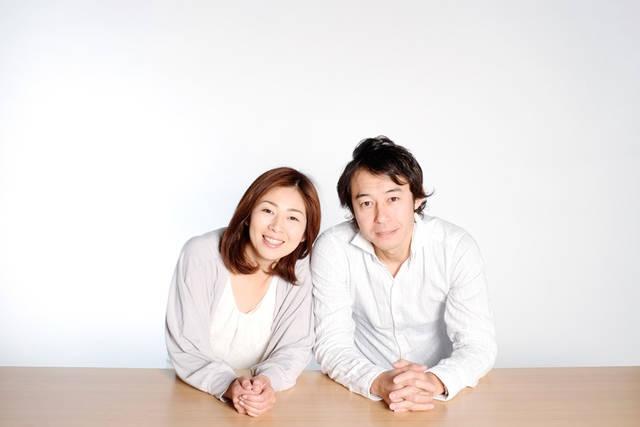 [フリー写真] 手を組んでいる夫婦でアハ体験 -  GAHAG | 著作権フリー写真・イラスト素材集 (10924)