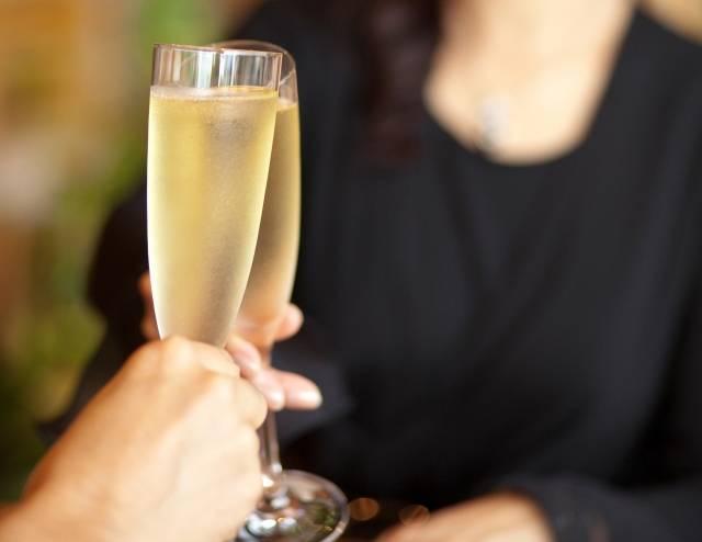 記念日にシャンパンで乾杯|写真素材なら「写真AC」無料(フリー)ダウンロードOK (10993)