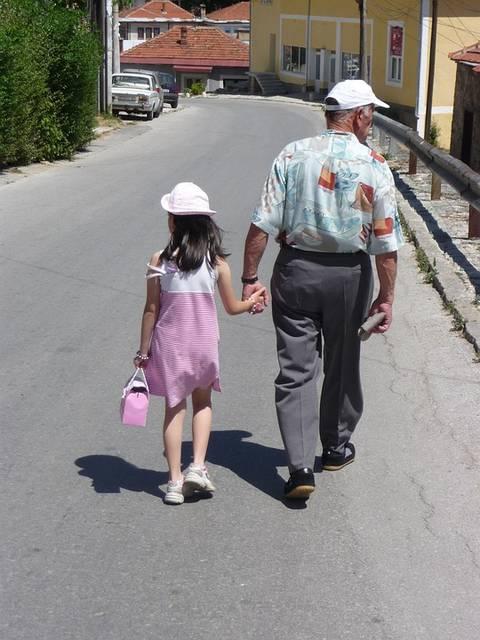 無料の写真: 祖父, 女の子, ハンドバッグ, 手を握り合います, 歩く - Pixabayの無料画像 - 1913023 (11633)