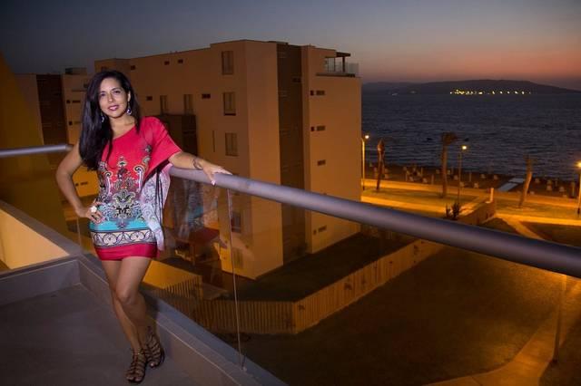 無料の写真: 女性, ラテン語, ペルー, ブルネット, ミニスカート, 赤いドレス - Pixabayの無料画像 - 931041 (12210)