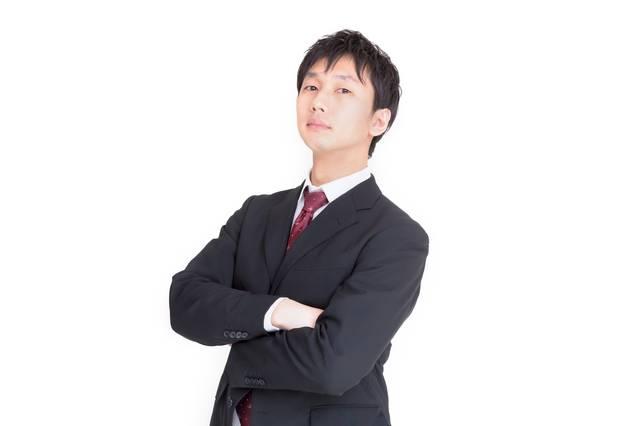 腕を組むビジネスマン|フリー写真素材・無料ダウンロード-ぱくたそ (12557)