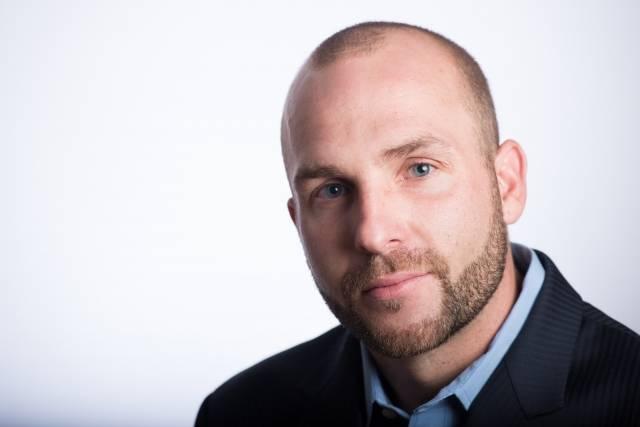 スキンヘッド外国人男性顔アップ12|写真素材なら「写真AC」無料(フリー)ダウンロードOK (12585)