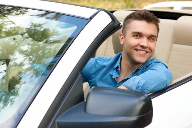 運転席の男性22|写真素材なら「写真AC」無料(フリー)ダウンロードOK (13098)