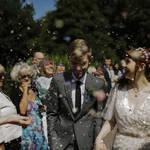 年収が平均よりも低い貧乏男性でも結婚をあきらめないですむ方法とは?