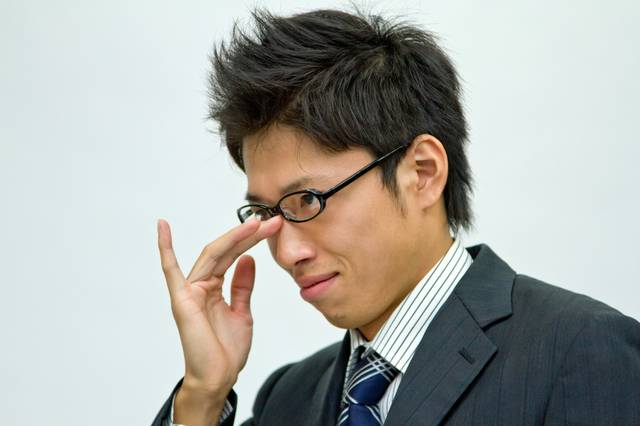 悪巧みを考えるビジネスマン|フリー写真素材・無料ダウンロード-ぱくたそ (13859)