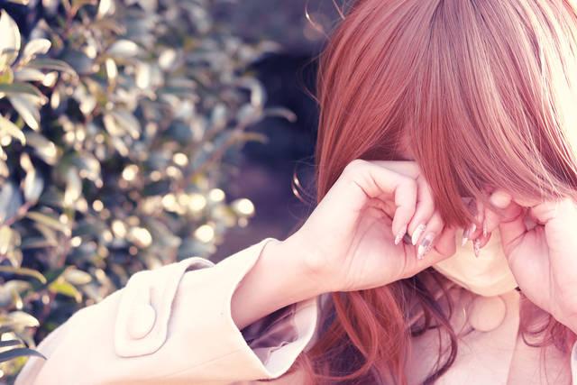 案の定花粉に負けて目が痒すぎるマスク装備の女の子の画像|おしゃれなフリー写真素材:GIRLY DROP (14469)