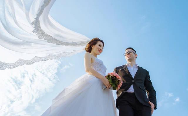 [フリー写真] 青空と新郎新婦でアハ体験 -  GAHAG | 著作権フリー写真・イラスト素材集 (14781)