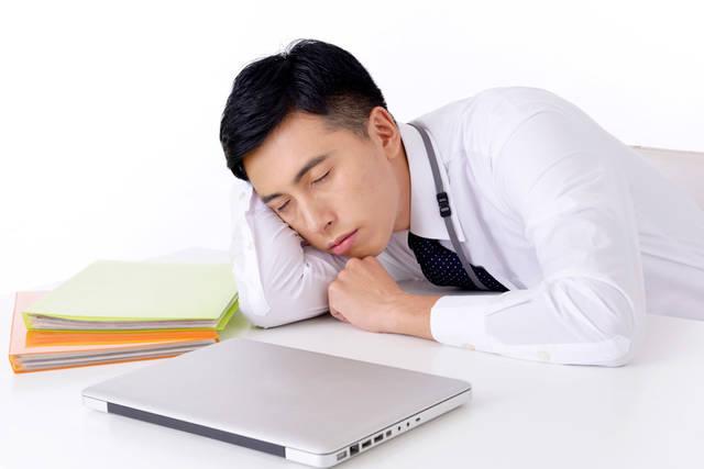 [フリー写真] 仕事をさぼって寝ているサラリーマン男性でアハ体験 -  GAHAG | 著作権フリー写真・イラスト素材集 (14798)