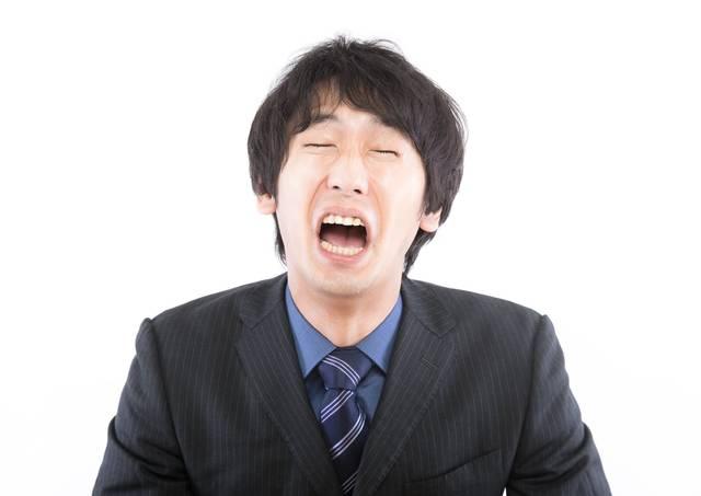 この日本・・・世の中を変えたい男性|ぱくたそフリー写真素材 (15454)