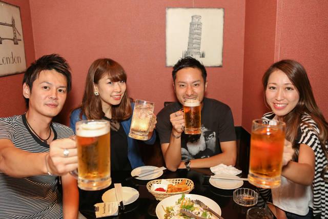 [フリー写真] コンパで乾杯する男女のグループでアハ体験 -  GAHAG | 著作権フリー写真・イラスト素材集 (16540)