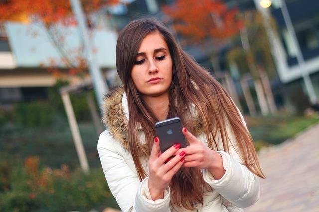 Free photo: Smartphone, Woman, Girl, Iphone - Free Image on Pixabay - 569076 (1063)