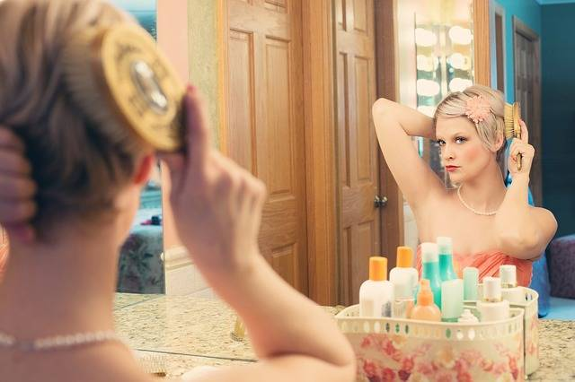 Free photo: Pretty Woman, Makeup, Mirror - Free Image on Pixabay - 635258 (17145)