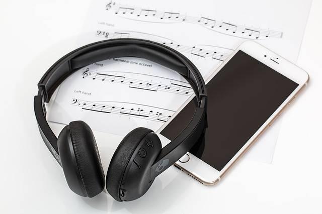 Free photo: Headphones, Earphones, Mobile Phone - Free Image on Pixabay - 2789078 (17150)